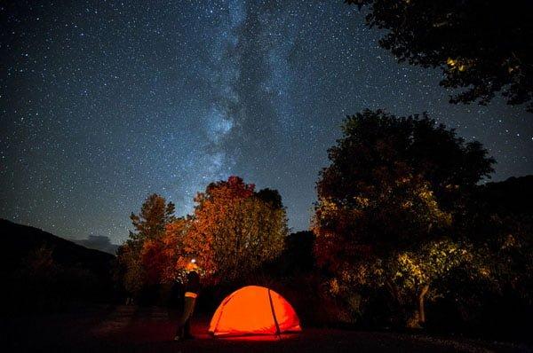 چگونه از آسمان پر ستاره عکاسی کنیم