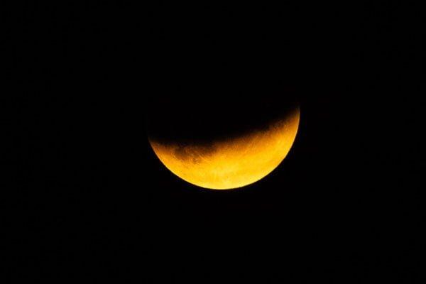 آموزش عکاسی از ماه: تجهیزات و تنظیمات دوربین پیشنهادی