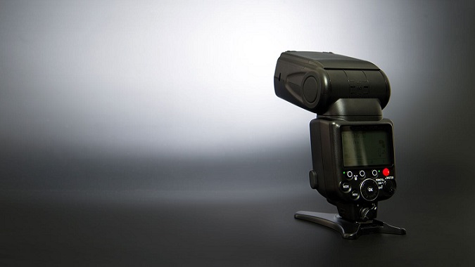 فلاش دوربین عکاسی و بهبود روشنایی عکس